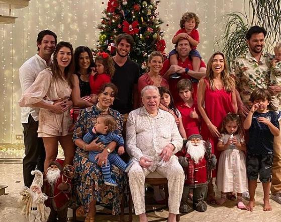 Patricia Abravanel mostra fotos do Natal da família de Silvio Santos